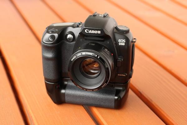 Canon EOS D60 mit Batteriegriff und Canon EF 50mm 1:1.8